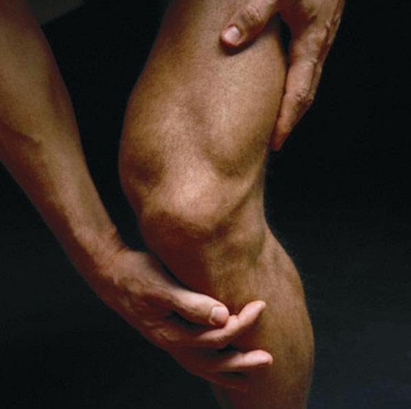 Гонартроз протекает более благоприятно, зачастую длительно бессимптомно