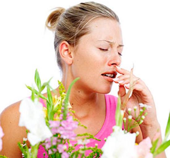 Зуд в глазах и носу, чихание и кашель - верные признаки аллергии.