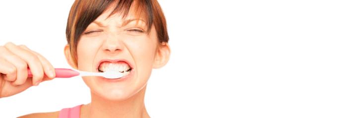 Плохая гигиена полости рта - причина неприятного запаха изо рта