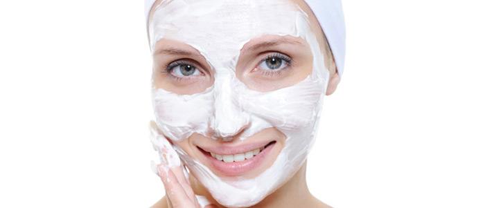 Питательная и отбеливающая сметанная маска для сухой, нежной кожи
