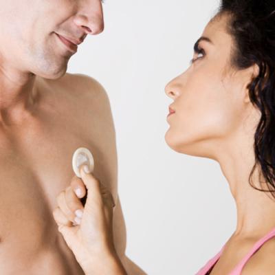Презерватив - барьер для сперматозоидов, но вирусы и бактерии свободно проникнут через его микропоры.