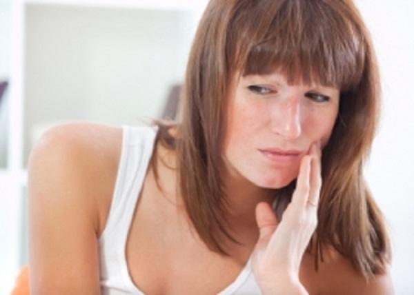 Oтек и болезненность десен
