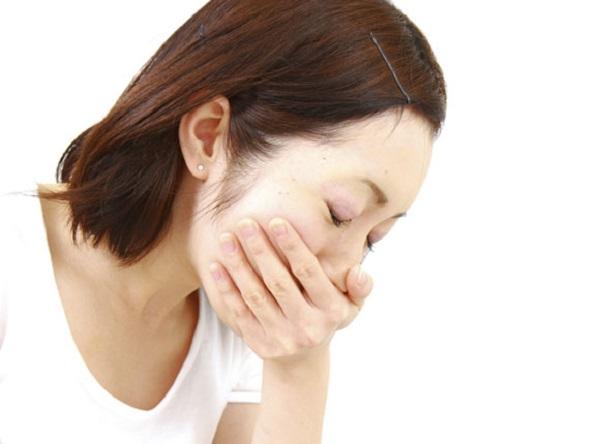 Основной симптом укачивания - это тошнота, а основные признаки - это побледнение, потливость и рвота