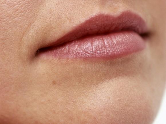 Многие люди страдают от сухости во рту