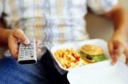 Обед перед телевизором – большой вред здоровью