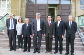 Министр экологии Японии Синдзи Иноуе, парламентский секретарь по вопросам окружающей среды Кодзо Акино и посол Японии в Украине Саката Тоичи с руководителями ОМДЦ