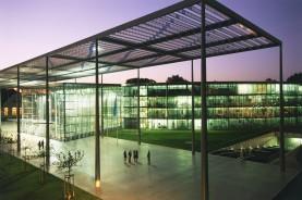 Благодаря прозрачности и открытости, здание штаб-квартиры концерна Bayer AG в Леверкузене отражает космополитическое, ориентированное на будущее отношение компании