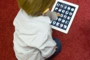 Врачи выступают против использования планшетов детьми.
