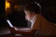 Врачи не рекомендуют использовать телефоны и планшеты перед сном