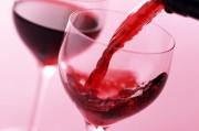 Красное вино спасает от потери слуха и не только.