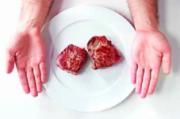 Медики предлагают использовать руки и подручные предметы в качестве мерила потребляемой пищи