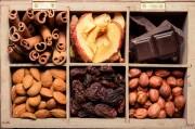 Корица и орехи признаны эффектными борцами с раком